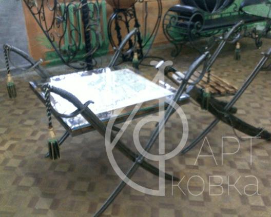 Кованый стул с ножками саблями