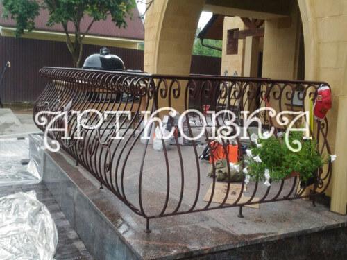 Прочное, красивое кованое ограждение балконов Лора