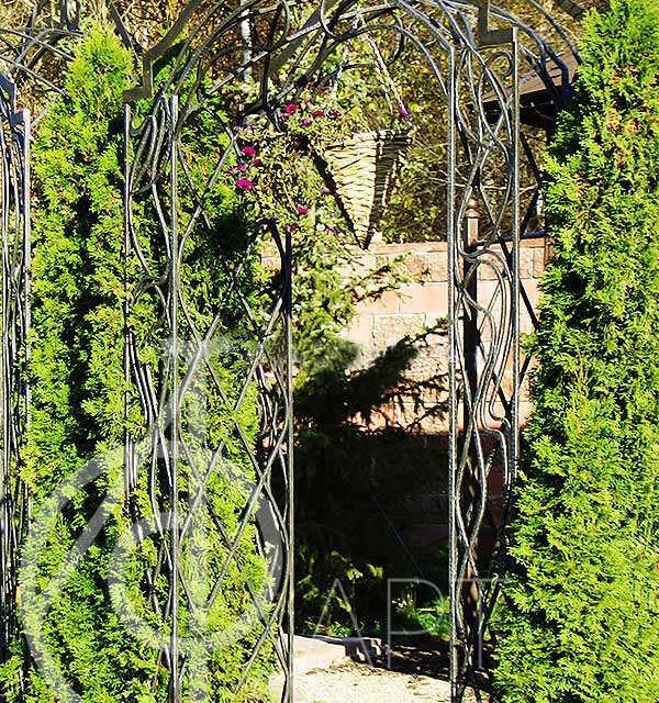Кованая арка Филиа 13