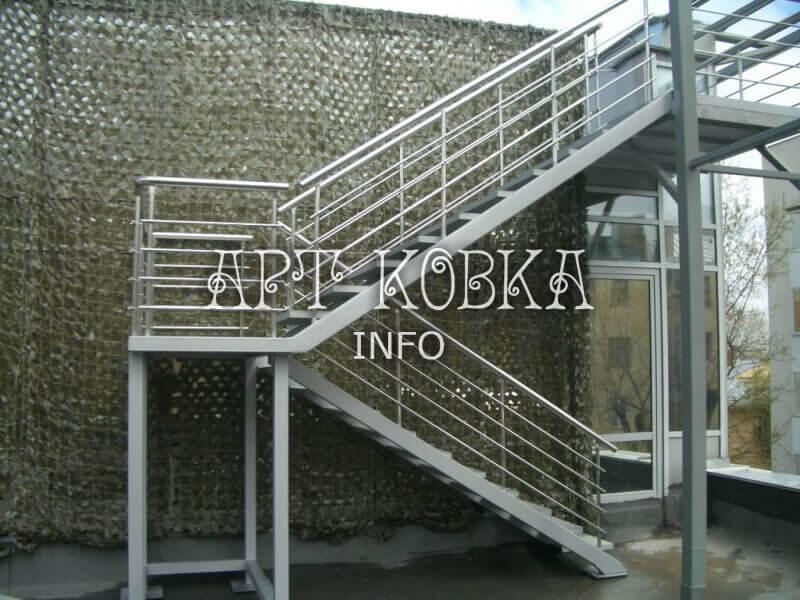 Сварная лестница Техно для крыльца