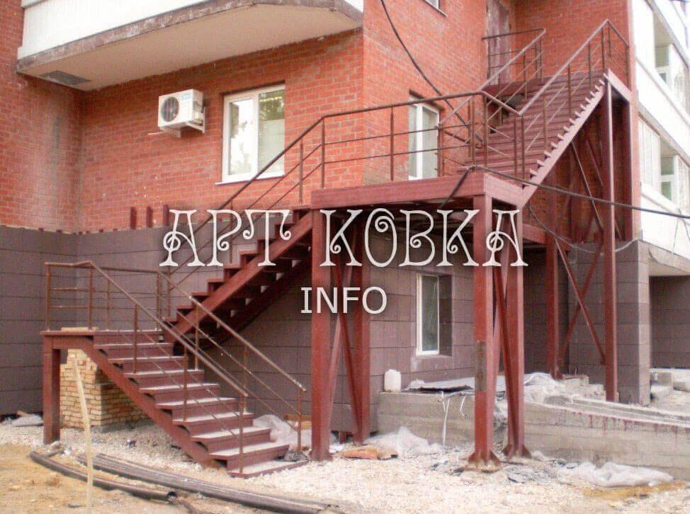Входная сварная лестница Кораж