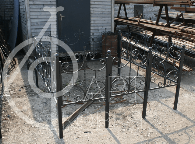 Кованая ограда на кладбище Талмат