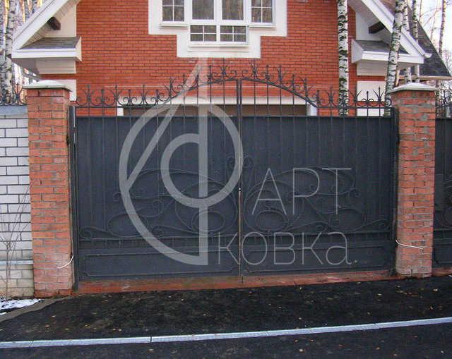 Кованые ворота Бабочка 03