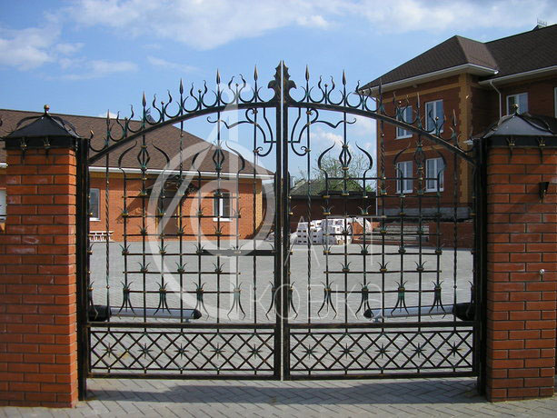 Кованые ворота Свеча