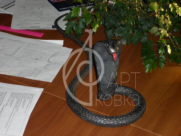 Кованая статуэтка Змея