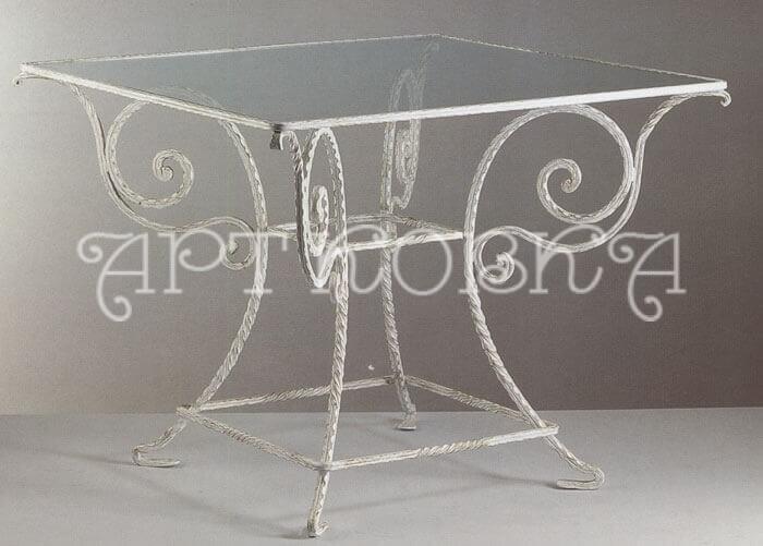 Оригинальный кованый столик со стеклом Мороз