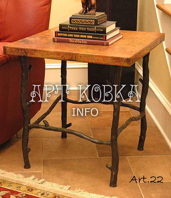 Яркий кованый стол Падуб