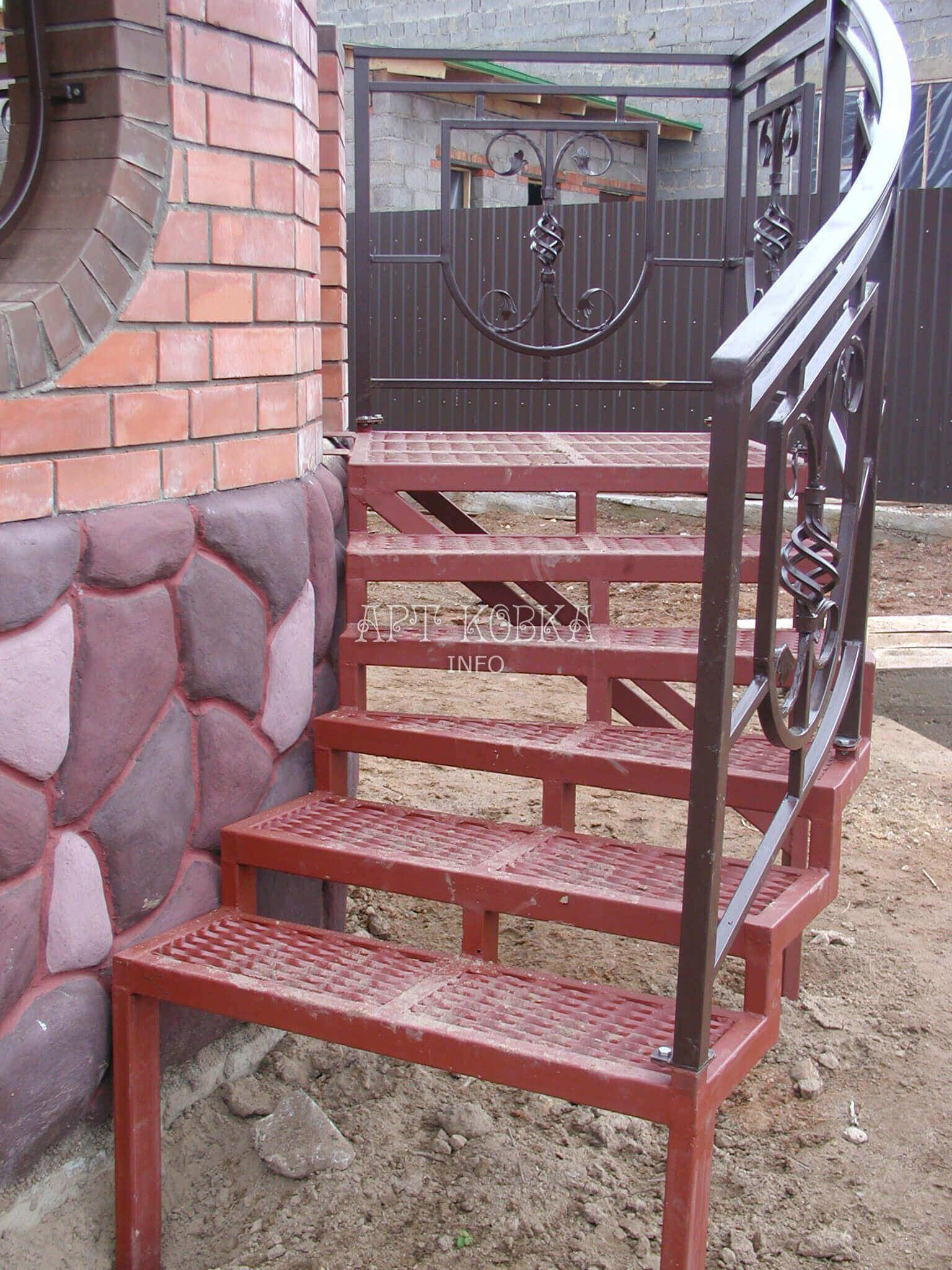 Сварная лестница для дома Веста