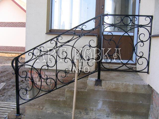 Кованые металлические перила для лестниц Лурин