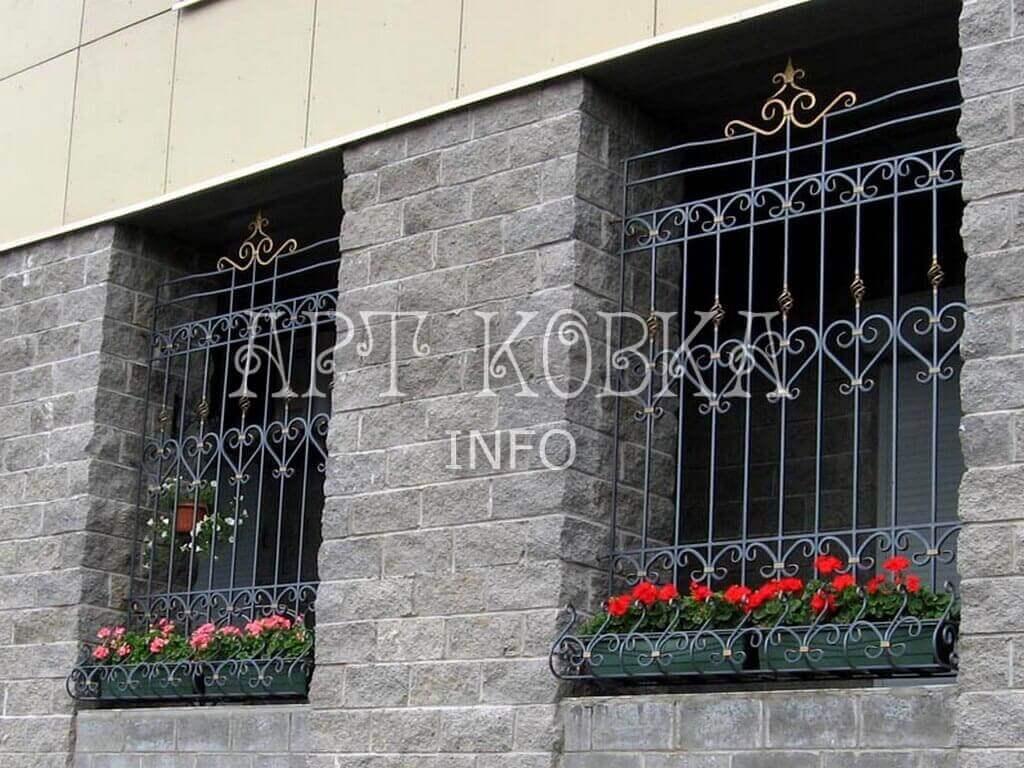 Классические художественные кованые решетки на окна Илир