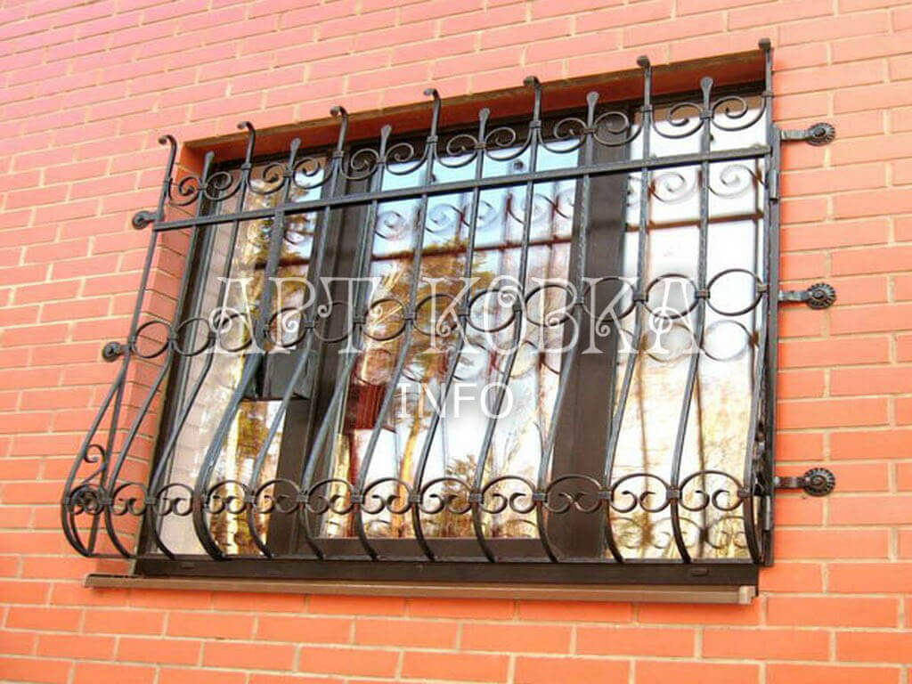 Декоративные кованые решетки на окна Пироль