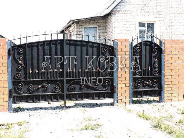 Недорогие кованые ворота Лурис