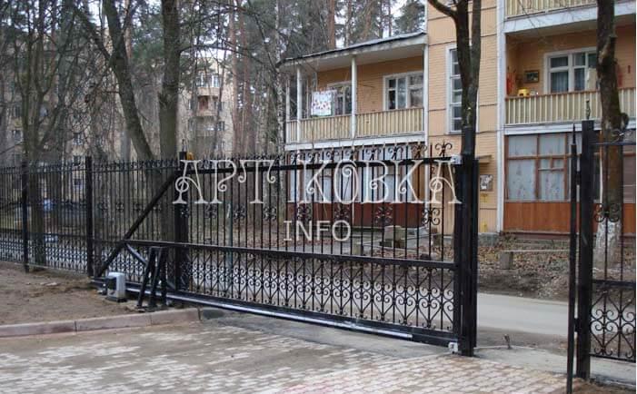 Прочные сварные ворота с калиткой Эльтен