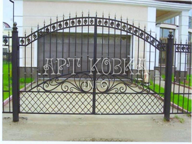Сварные узорные ворота на дачуРигольд