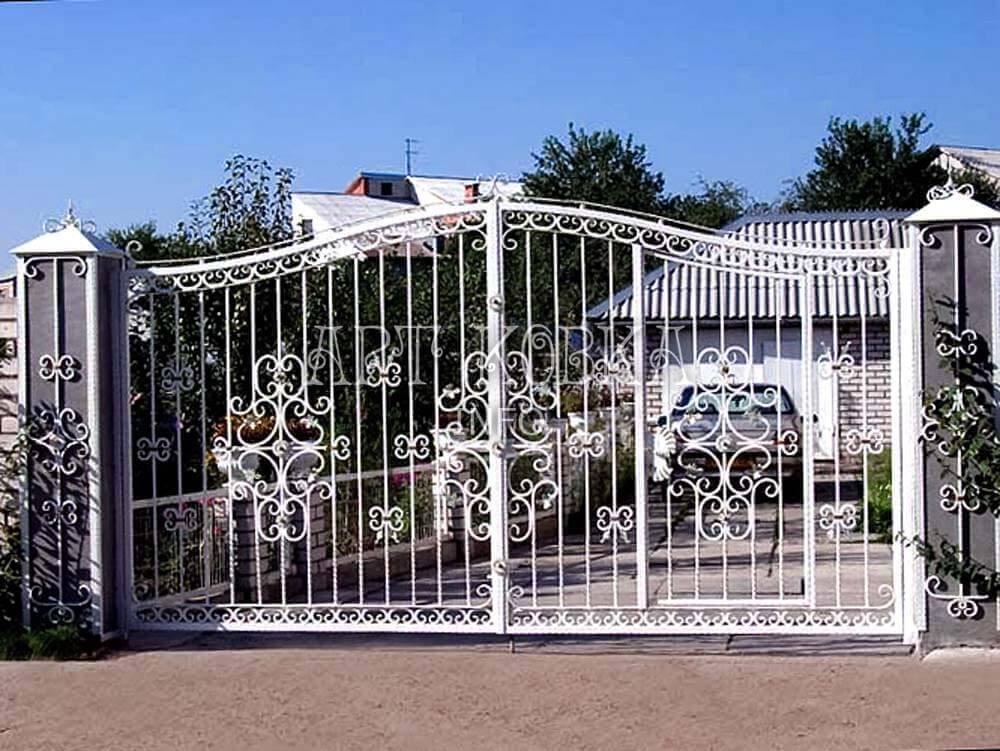Белые кованые ворота Этиль