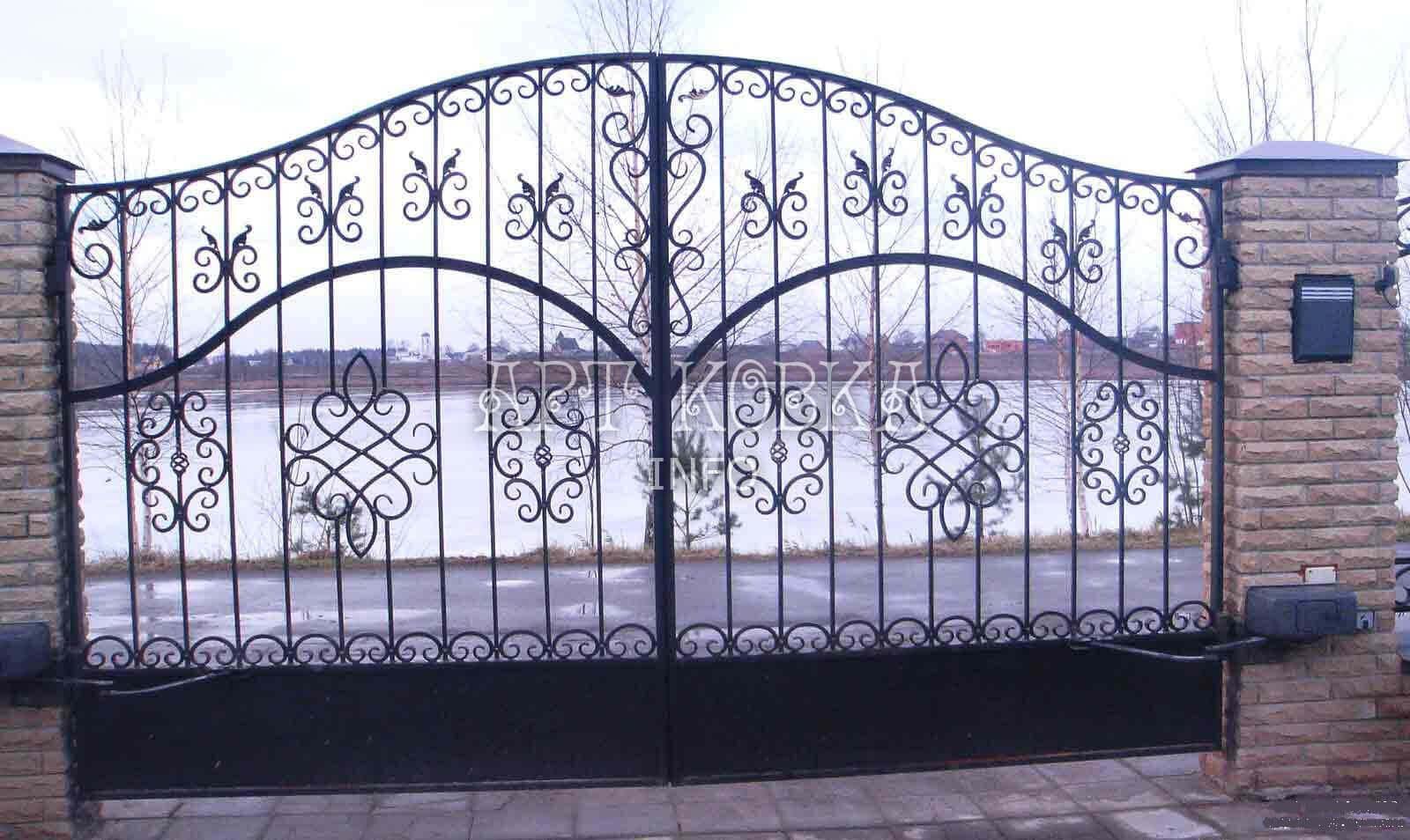 Красивые кованые ворота Лабрие