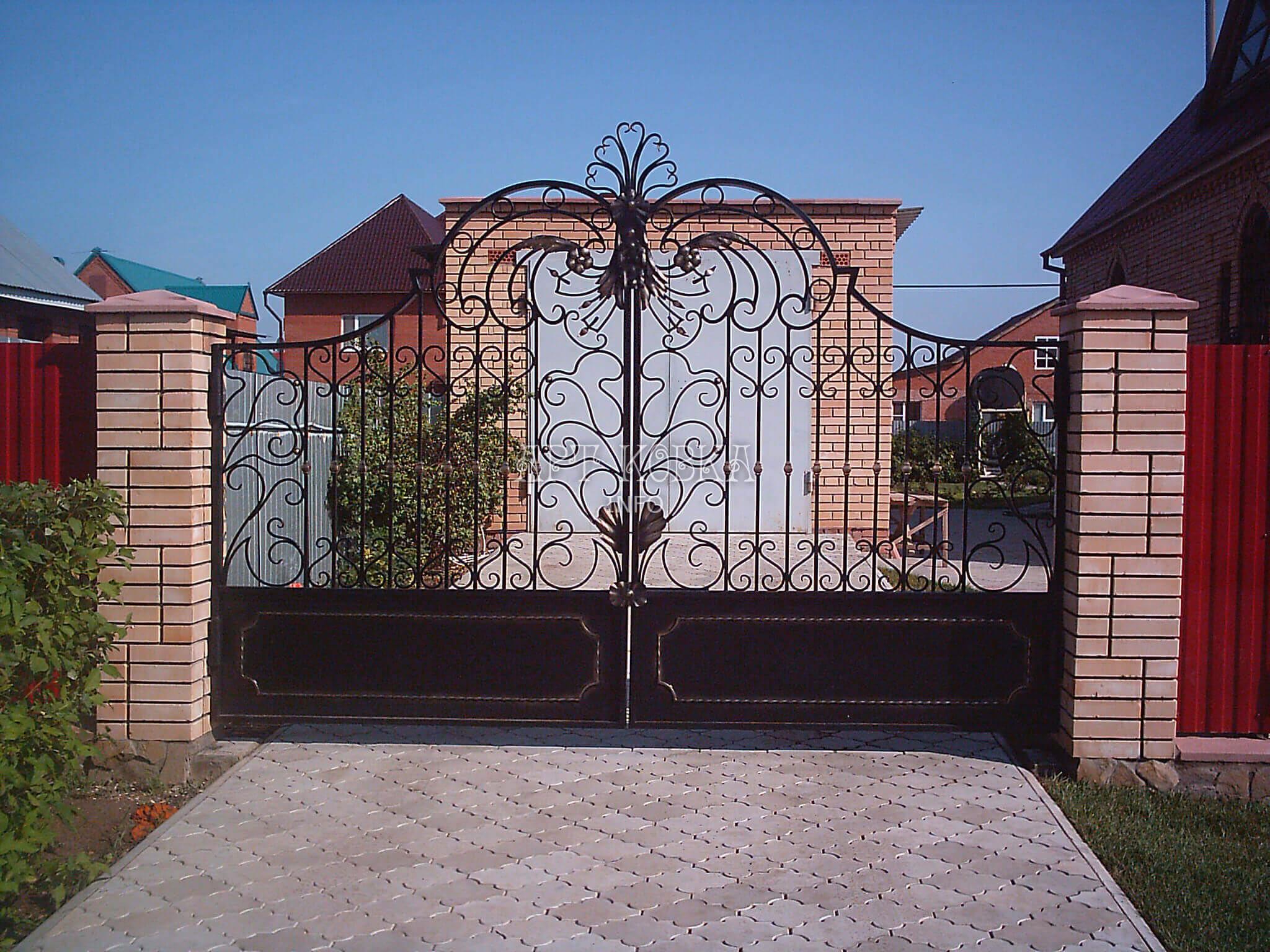 Красивые, недорогие кованые ворота Айриса