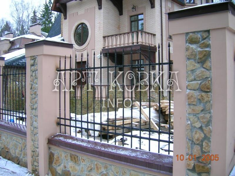Красивые кованый забор Лафия