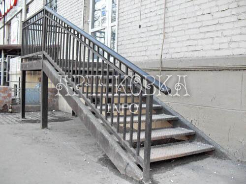 Кованая металлическая лестница Трист